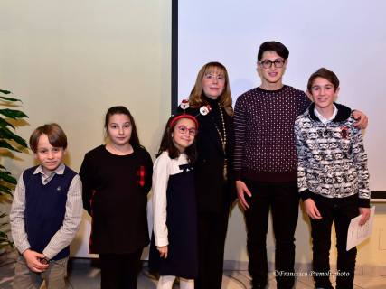 La bella, simpatica e brava classe di pianoforte con l'insegnante Simonetta Scaravaggi e il giovane talentuoso Gabriele Duranti.